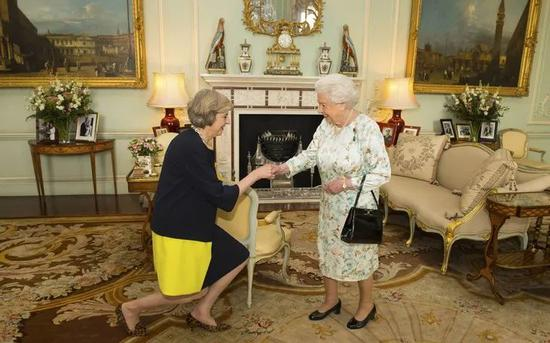 ▲Theresa Mary May、伊丽莎白女王